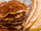 Pancakes με βρώμη, γιαούρτι και μπανάνα