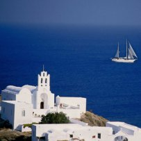 GREECE - CYCLADES - SIFNOS - CHURCH AND SAILING BOAT
