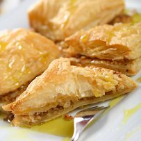 320 x 320: FOOD - DESSERT - GREEK - SYRUPED PHYLLO PASTRY STUFFED WITH CHOPPED NUTS (BAKLAVA)