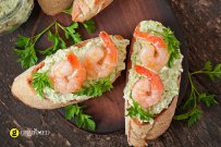 Bruschetta with shrimp and parsley dip