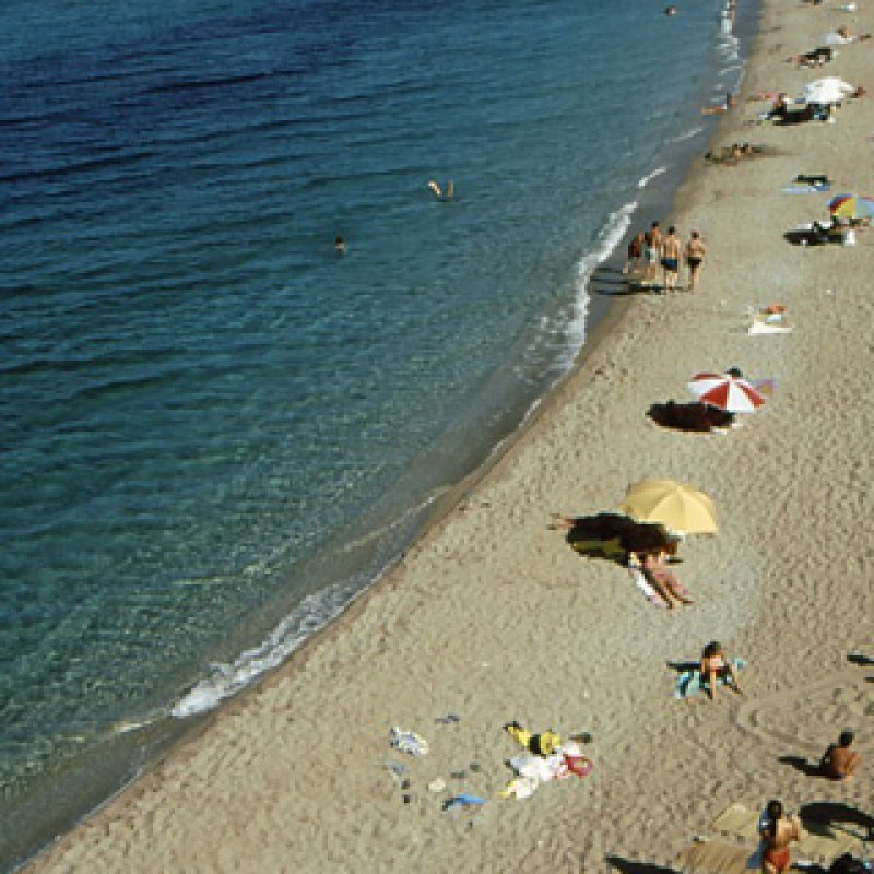 CYCLADES - ANTIPAROS - BEACH AND UMBRELLAS