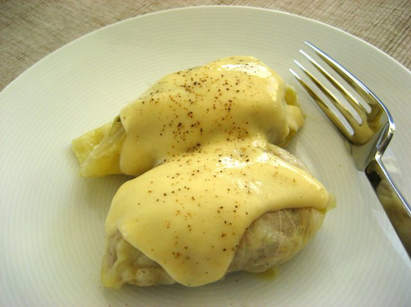 444 x 592: FOOD - GREECE - STUFFED CABBAGE ROLLS WITH EGG LEMON SAUCE (LAHANODOLMADES AVGOLEMONO)