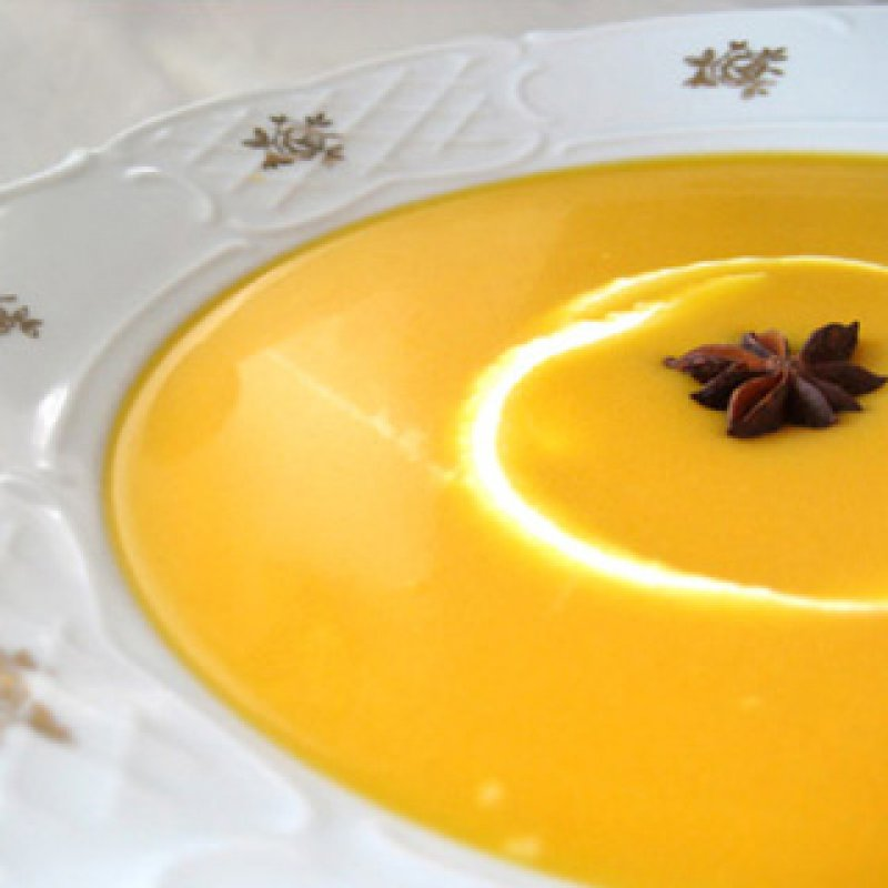 320 x 320: FOOD - CARROT SOUP WITH STAR ANISE