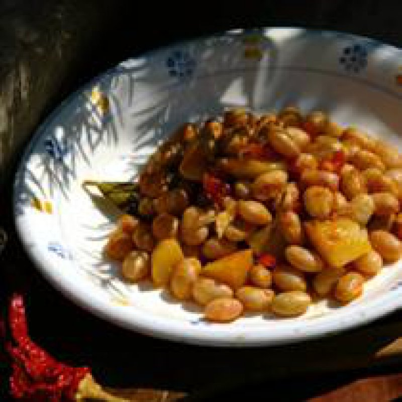 210 x 210: FOOD - BEAN STEW WITH POTATOES, BELL PEPPERS AND CRANBERRIES