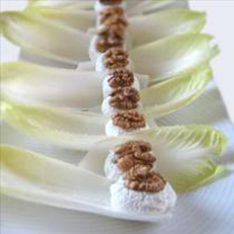 CHICORY LEAVES WITH GORGONZOLA AND WALNUTS