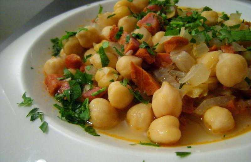 Chickpeas with Cured Pork (Syglino)
