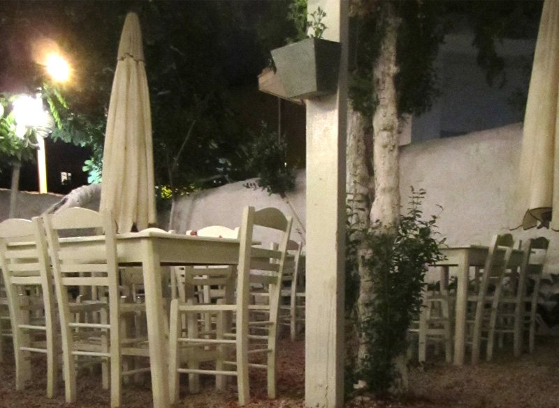 Kouvelos (Taverna tou Kouvelou), carefully tamed and island-like