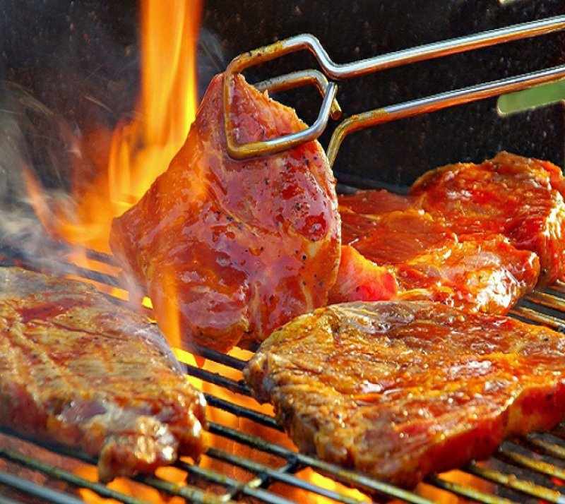The best Tavernas to Eat Meat the