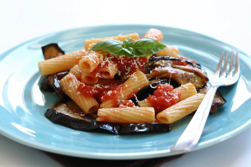 siciliean pasta with tomato and vegetables sauce