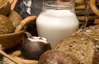320 x 320: FOOD - MILK AND BREAD