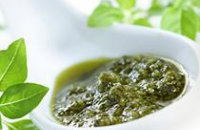 FOOD - BASIL, GARLIC AND PARMESAN SAUCE (PESTO)