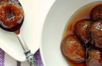 Figs Poached in Mavrodafne on a bed of Manouri