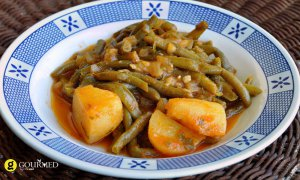 Green beans braised with tomato - Fassolakia ladera